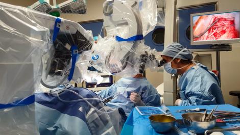 PREMIERE MONDIALE : Implant auditif inséré par chirurgie robot assistée